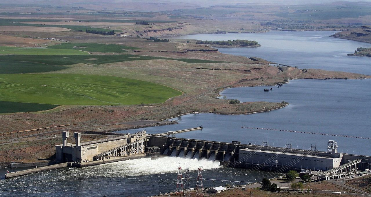 Snake River dam near Pasco, Tri-City Herald